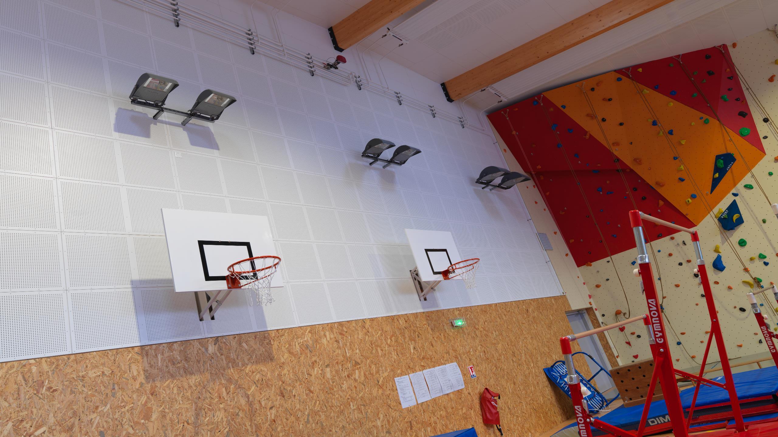 School Gymnasium - Contrapanel on walls
