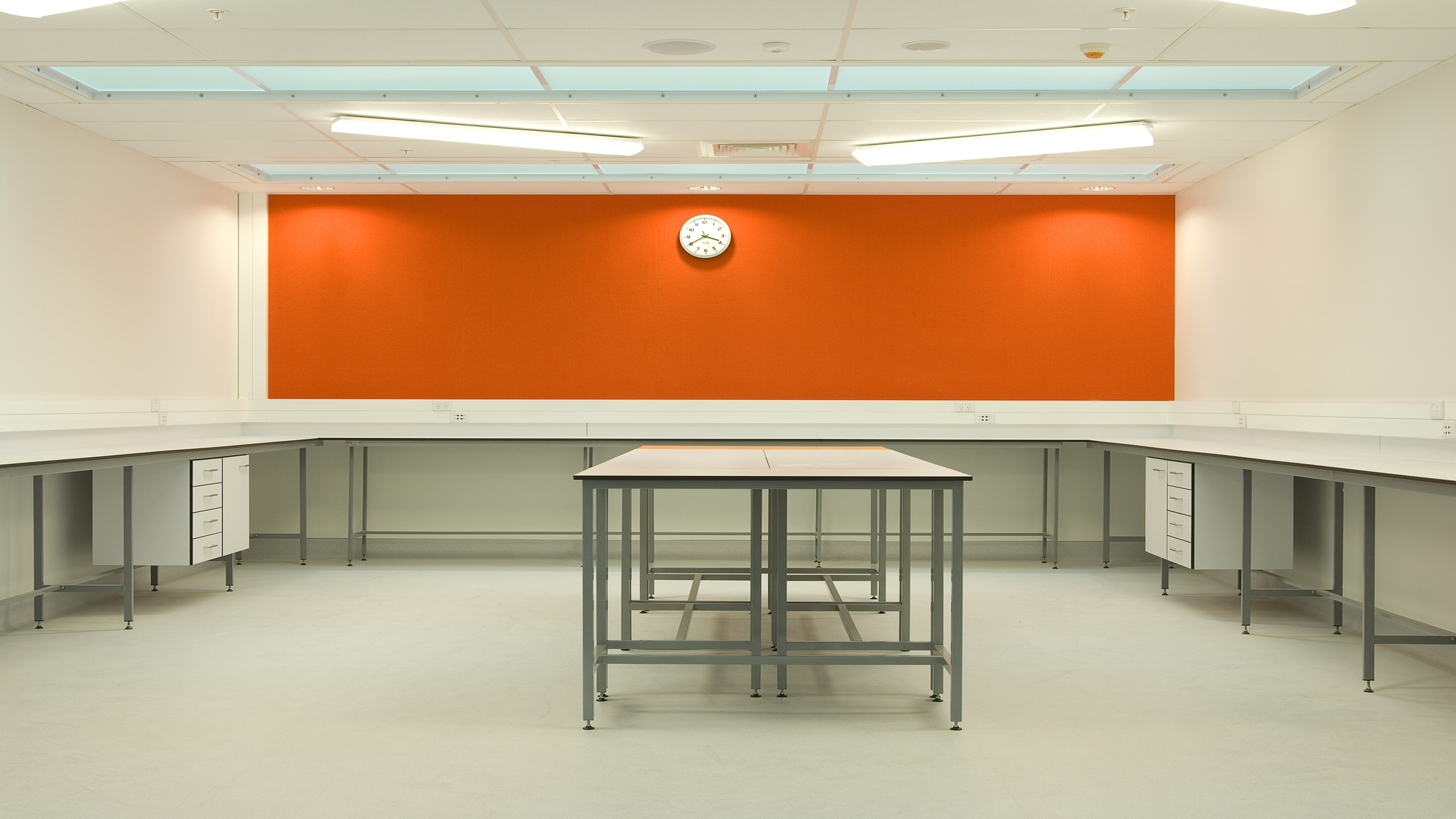 Hobsonville Point Intermediate science room showing Premier Pinboard in orange installed on the wall